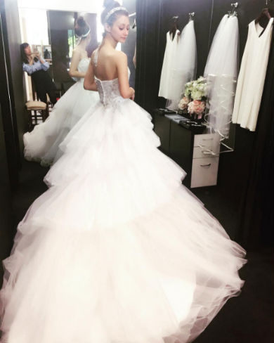 ウエディングドレス姿のダレノガレ明美さん