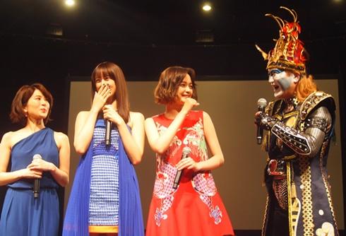 映画「貞子vs伽椰子」完成記念イベントの山本美月さん、玉城ティナさん、佐津川愛実さん、デーモン閣下