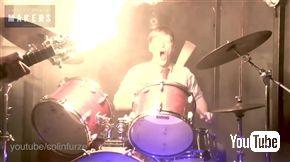 火を噴くギター