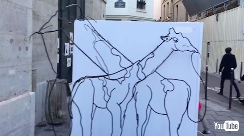キリンからゾウに変わるアート