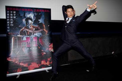 「HK/変態仮面 アブノーマルクライシス」 台湾キャンペーン 鈴木亮平 舞台あいさつ ポーズ