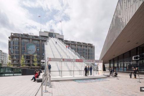 ロッテルダム中央駅とGroothandelsgebouwを結ぶ階段