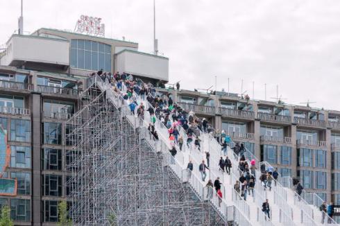 ロッテルダム爆撃からの復興を記念した巨大階段