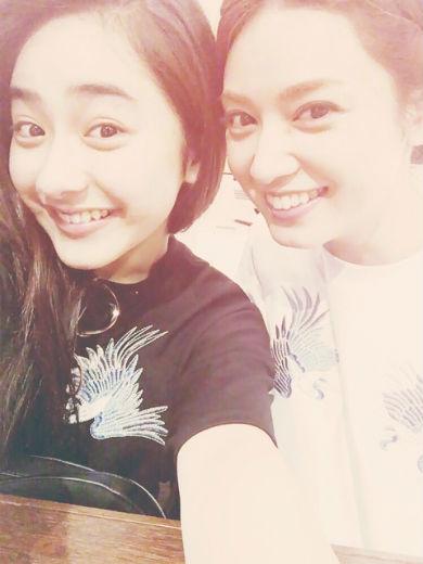 平祐奈さんと姉の愛梨さん