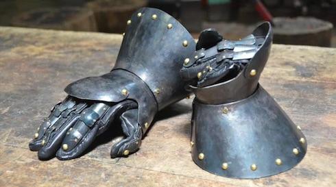 中世で売っていそうなガントレットのできあがり!