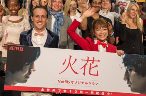 「火花」外国人上映イベント チャド・マレーン 鈴木奈々 フォトセッション