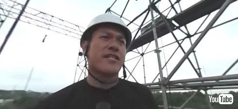 ファイナルステージ頂上から眺める山田さん
