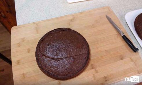 ゴキブリそっくりなケーキ