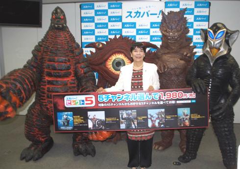 「ウルトラマン」初代ヒロイン・桜井浩子さんと怪獣4体が勢ぞろい