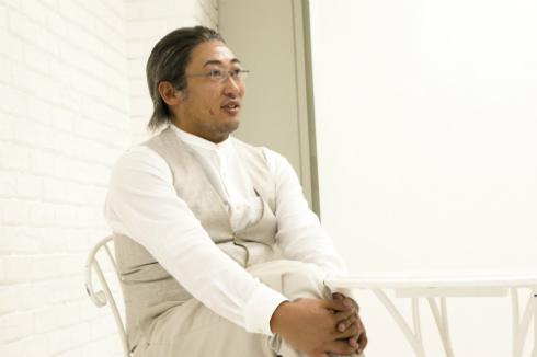 鈴木亮平さんとの思い出を振り返る秋山さん