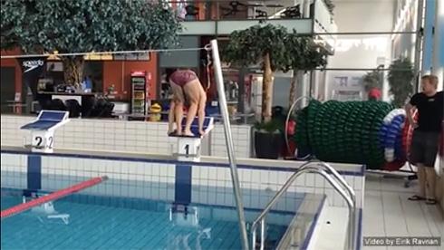 ノルウェー人開発の「逆さ泳ぎ」