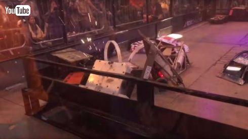 ロボットバトル 24台 ぶつかる