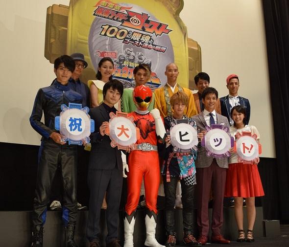 映画「劇場版 仮面ライダーゴースト 100の眼魂とゴースト運命の瞬間」公開初日舞台あいさつ
