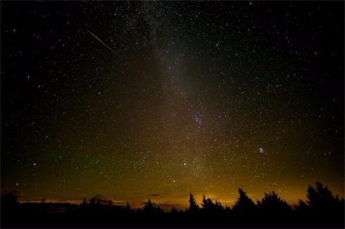 ペルセウス座流星群 ピーク 写真