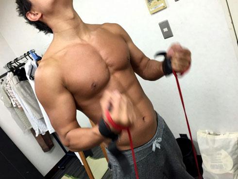 鈴木亮平 ブログ 上半身 筋肉