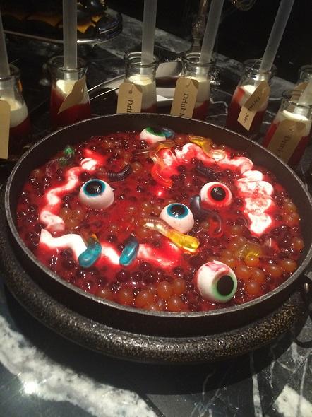 目玉が恐い、魔女の内臓スープ