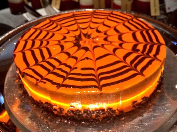 蜘蛛の巣柄のケーキ