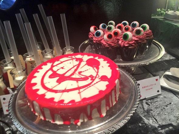 血まみれケーキや目玉のカップケーキも