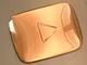 チャンネル登録者数10万人で「銀の再生ボタン」! 人気YouTuberに贈られる記念品がカッコいい