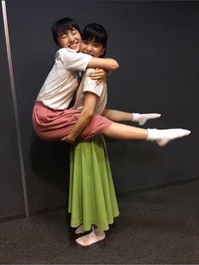 芳根京子 ブログ 百田夏菜子 ハグ 笑顔