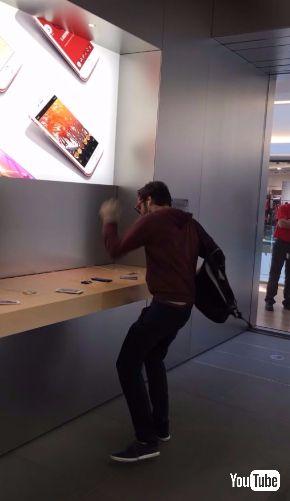 フランス アップルストア 展示品 iPhone 破壊 男性 事件