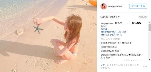 沖縄で水着撮影するマギーさん