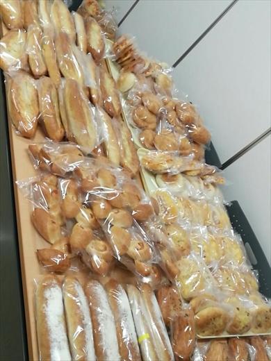 おいパン食わねぇか