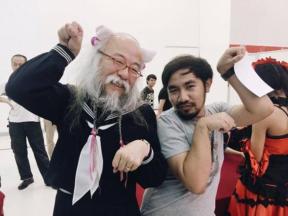 実は以前、小林さんがタイを訪れたときに普段の姿のToffieさんと会っていた!