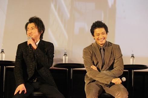 「龍が如く6 命の詩。」完成披露会の藤原竜也さんと小栗旬さん