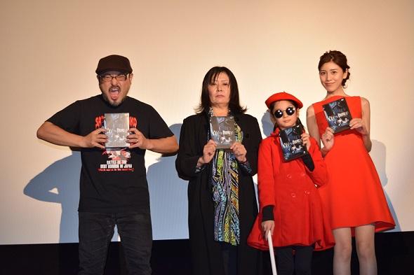 左から、白石晃士監督、霊能者・法柳役の堂免一るこさん、珠緒役の菊地麻衣さん、貞子役の七海エリーさん