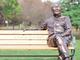 """うおっまぶしっ! 宮崎県に""""温水洋一の銅像""""と座れるベンチが登場してしまう"""
