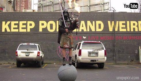 ダース・ベイダーが玉乗りしながらバグパイプから火を吹く動画