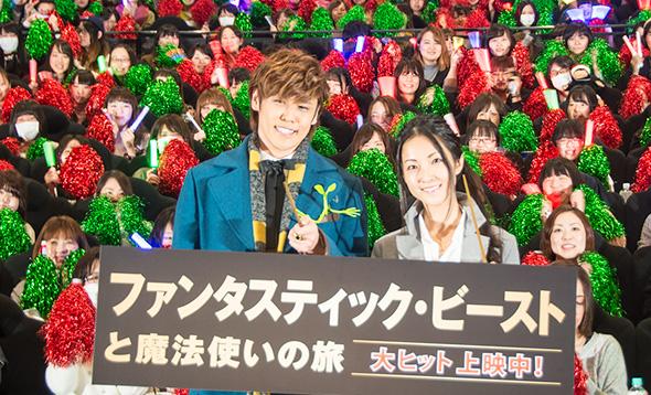 応援上映に集まったファンと宮野真守さん、伊藤静さん