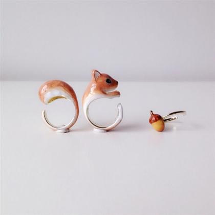 動物指輪が合体きゃわわ どんぐり・胴体・しっぽを3本の指で
