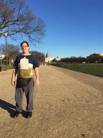 「観光名所ニット」を自作して観光名所で自撮りする アメリカのおもしろアーティストが登場