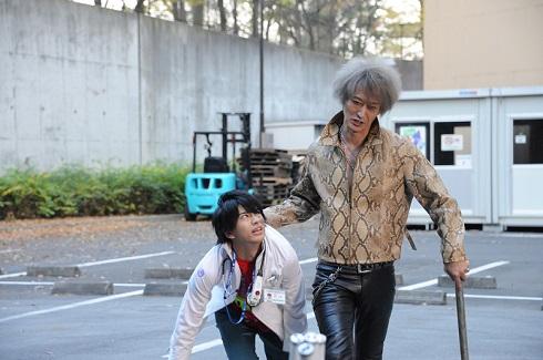 浅倉威は仮面ライダーエグゼイドである宝生永夢(飯島寛騎)たちにも襲い掛かる