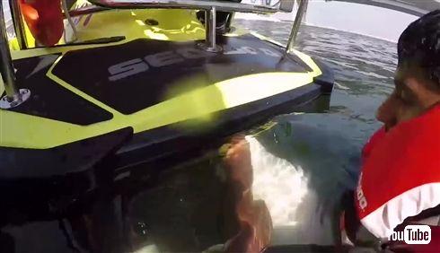 ドバイが水上ジェットパックで消火する画期的システムを発表