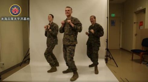 在日米海兵隊の恋ダンス