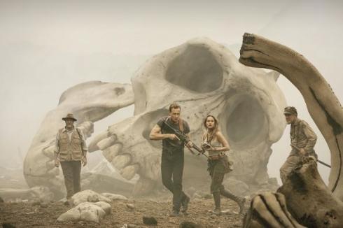 「キングコング:髑髏島の巨神」島を探検する調査隊