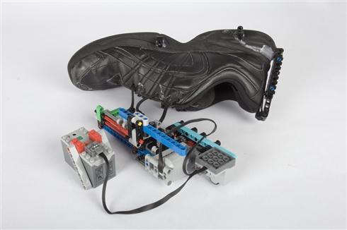 「バック・トゥ・ザ・フューチャー2」ハイテクスニーカーを未来が待ちきれずLEGOで自作した人が出現