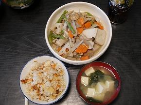 煮物と炊き込みご飯とみそ汁