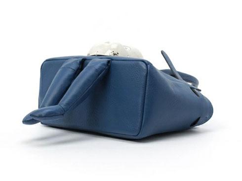 バッグの底