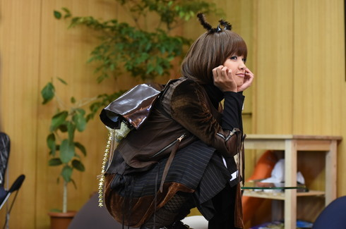ドラマ「レンタルの恋」で剛力彩芽さんが「カブトムシ」にコスプレ