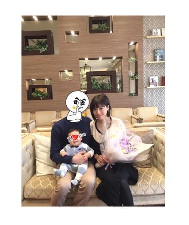 釈由美子さん、結婚1周年で家族の3ショットを公開