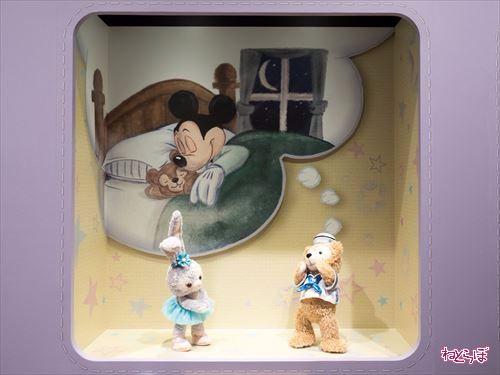 夢を語るステラ・ルーとダッフィー