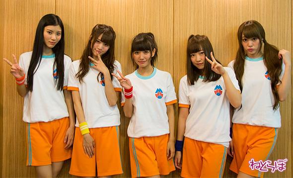 夢アドからの卒業を発表した山田朱莉さん(写真右)