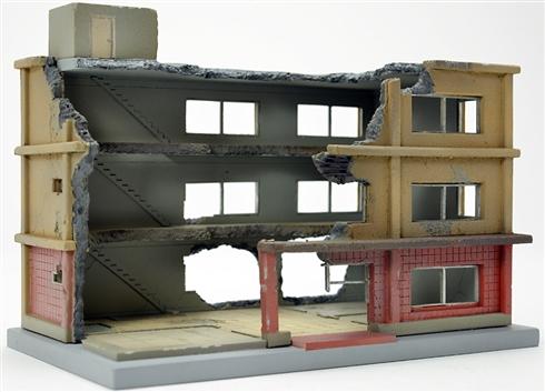 哀愁たっぷり 早期完売していた「解体中の建物」ジオラマが再販決定