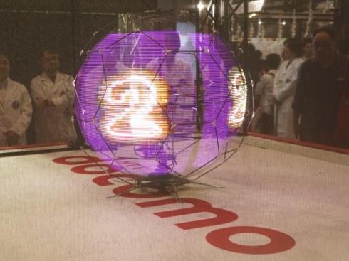 NTT 浮遊球体ドローンディスプレイ