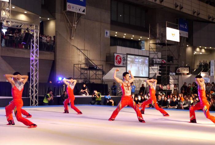 ニコニコ超会議2017:鹿実の新体操部、ニコ超で踊ってみた 笑いとアクロバティックな動きで会場沸騰