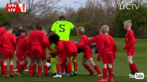 リヴァプール 2人VS30人 子供 U9s ジニ コウチーニョ サッカー